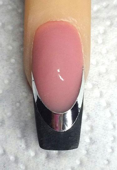 Placer le sticker chrome sur l'ongle